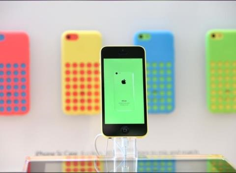 News video: Walmart To Slash IPhone 5C And 5S Prices To $29 And $99 Friday